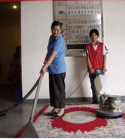 地毯清洁保养小窍门