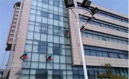 武汉外墙清洗有哪些常用的清洁剂