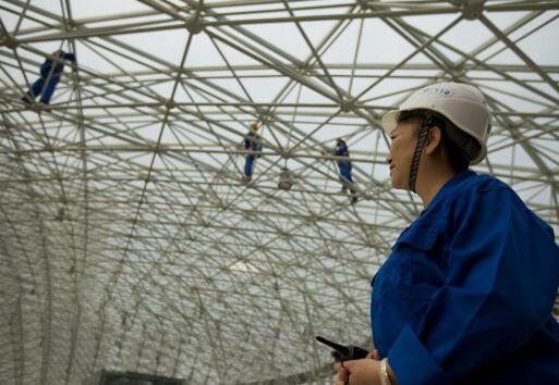 武汉开荒保洁公司玻璃幕墙清洗的方法