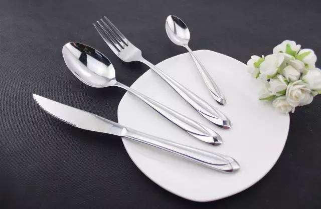 武汉日常保洁公司分享不锈钢餐具的清洁养护方法