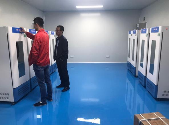 某药厂一次性采购生化培养箱