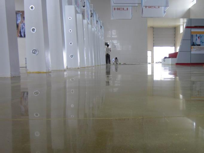 为什么越来越多的工厂选择使用固化地坪来铺设地面?