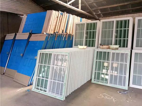 工地活动板房门窗堆放区域