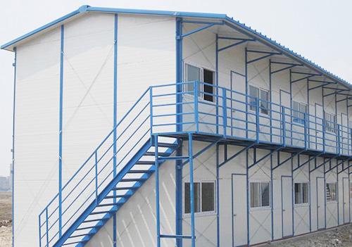 活动板房的墙板的安装方法