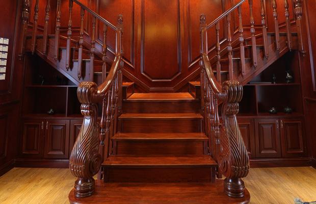 為什么要選擇成都實木樓梯?