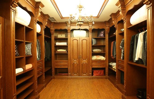 成都实木柜体的定制从选材到设计这些都不能忽视