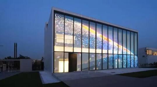 四川LED透明屏究竟有哪些优点?
