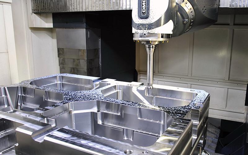 注塑模具加工与吹塑模具加工有什么不同?