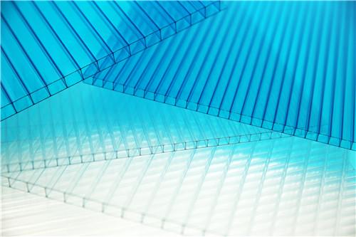 阳光板集采光、保温、隔音于一身,可遮阳挡雨,亦可保温透光,可以使用在众多场合!