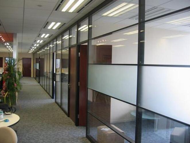 大多数现代隔断都是玻璃制成的为什么?