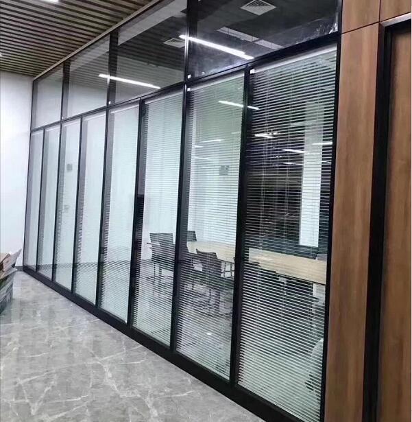 陕西玻璃作隔断厂家为咱们介绍一些关于隔断的知识