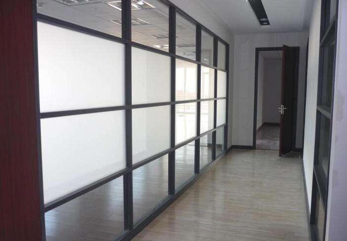 西安高隔安装公司分享办公室玻璃隔断后期维护