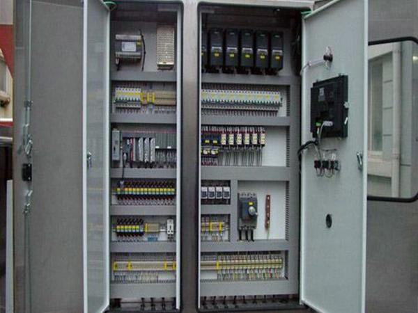 告诉你使用PLC控制柜的时都需注意哪些事项