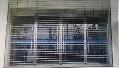 防火卷帘门如何正确维修,西安伸缩门厂家详解维修注意事项?