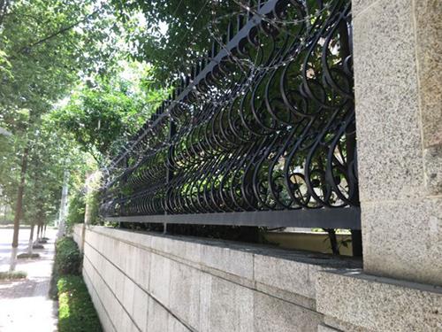 四川鐵藝圍欄施工安裝現場