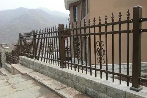 你知道如何保养四川锌钢护栏吗?