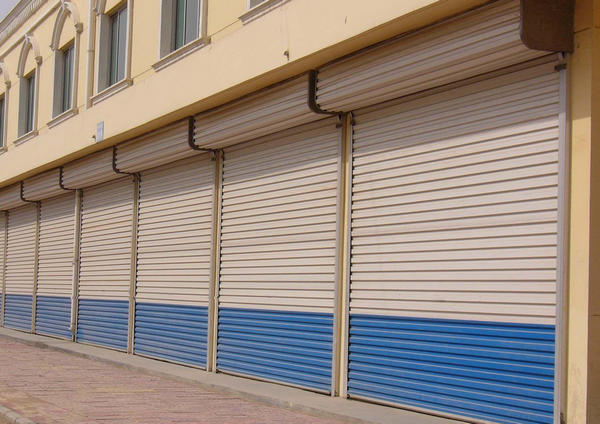河南抗风卷帘门在安装的时候,需要注意哪些事项?
