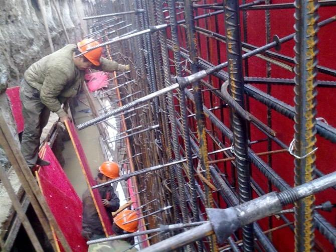 河南三段式止水螺杆应用案例