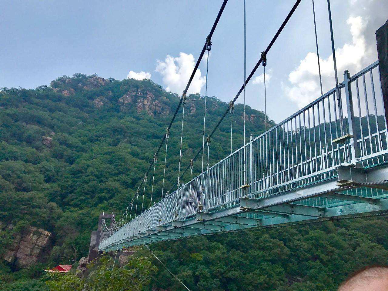 关于景区玻璃吊桥在安装时候的标准,请查收