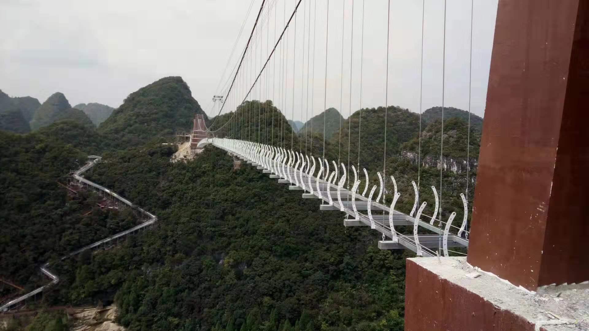 山东济南玻璃吊桥