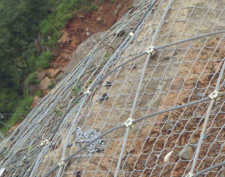 前期安装边坡防护网时需要做哪些准备?施工步骤一起来看一下