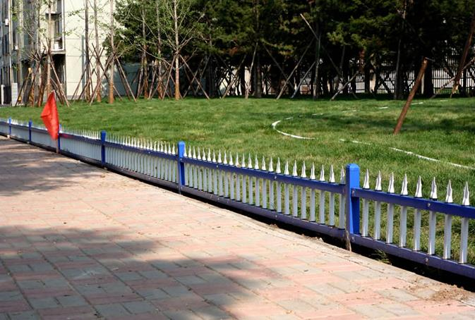 园林工程应该使用什么护栏网?今天小编就告诉大家是陕西绿地护栏网
