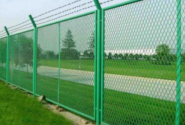 陕西耀达实业小编跟大家讲一下铁路护栏网的优点有哪些