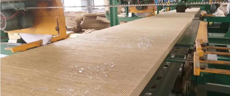 巖棉板的密度和巖棉板的隔熱質量之間有什么關系
