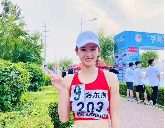 """手握世界纪录的杨家玉,把赛道走成了""""T台"""""""