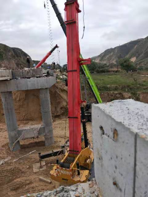 吊装设备租赁在施工现场运作中!