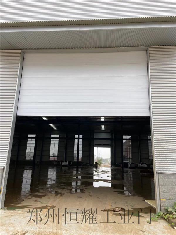新乡客户工业提升门安装完工,这个效果杠杠哒