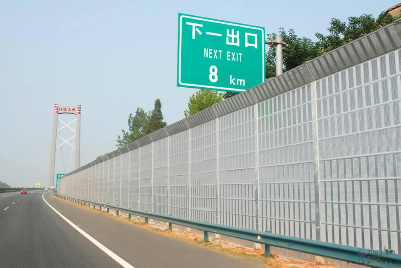 为什么铁路上四川声屏障需要定期维护。