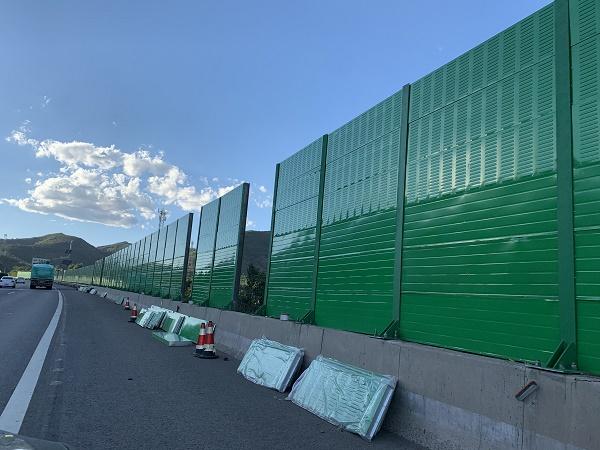 你知道在工厂里边四川隔音墙进步建筑物吸声和隔声处理的作用是怎样的。