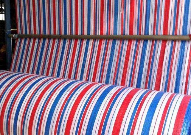 荣泰帆布厂家对彩条布的生产工艺流程做出了哪些介绍