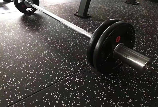 健身房橡胶地垫厂家:橡胶地垫优点有哪些?
