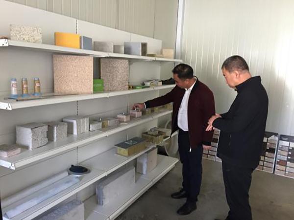 秘书长参观元能公司实验室和样品陈列室
