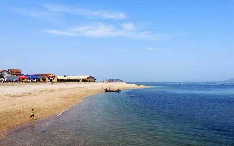 天是晴的,海是蓝的,哈仙岛是五颜六色的