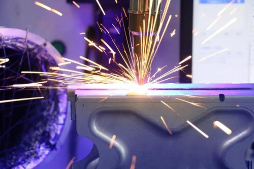 成都激光焊接厂家分享:影响激光焊接机生产质量的因素有哪些
