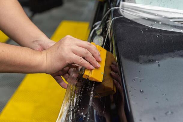 汽车贴膜之后的检验方法 如何才算达标呢