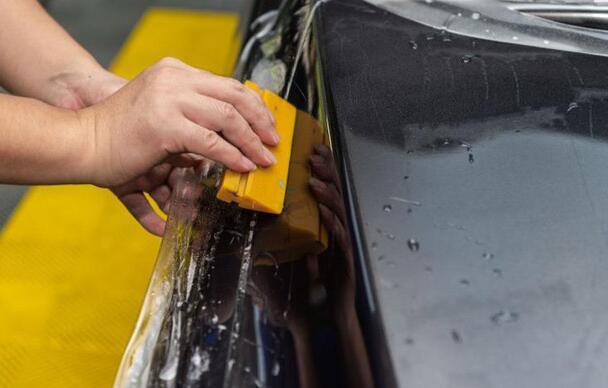 选择一款优质的汽车贴膜,一定要关注和谐小技巧