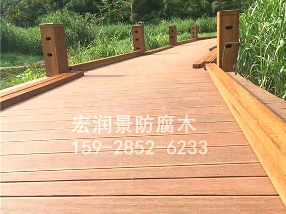 温江湿地公园木栈道