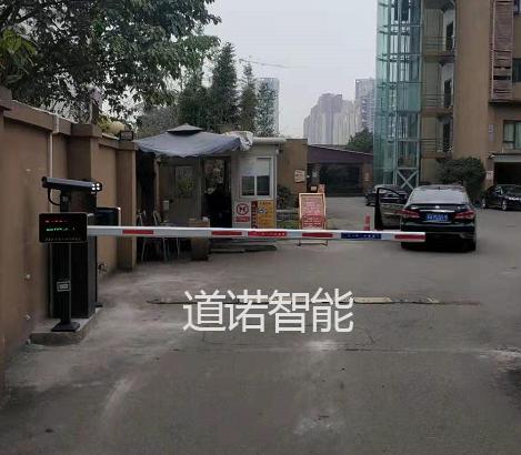 龙泉龙运桃花酒店车牌识别系统安装案例图