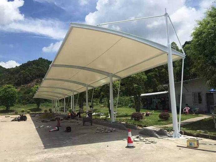 西安雨篷为什么要配合专业的水系统?