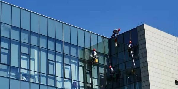 内蒙古玻璃外墙到底如何清洗?看完涨知识了
