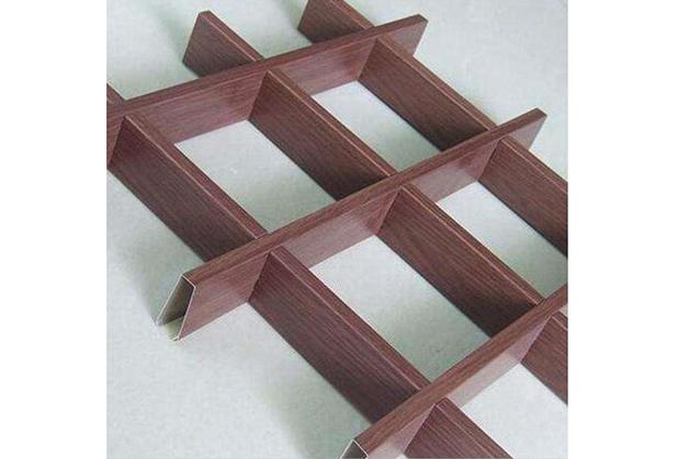 我们的四川铝格栅吊顶还是铁格栅好?拿两种格栅材料比一比