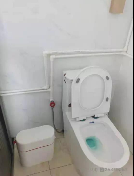 好人做到底,送佛送到西,这里的厕所革命管到庄稼地