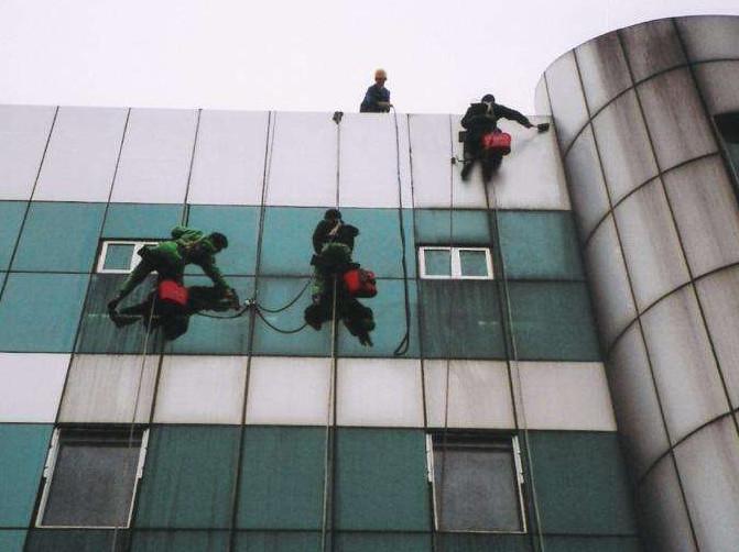对于高空作业外墙清洗的条件包括哪些?