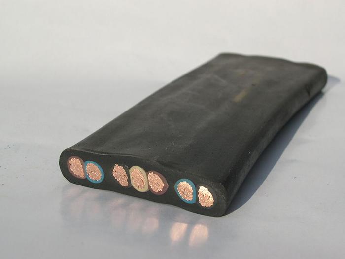 电缆管应安装牢固,电缆管支持点间的距离应符合设计规定