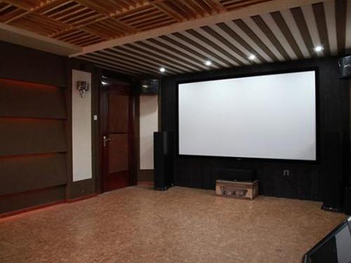 如何布置演出厅室内吸声材料比较好?