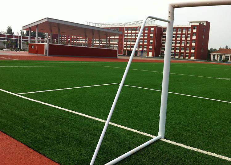 足球场人造地坪日常维护技巧及污渍处理方法